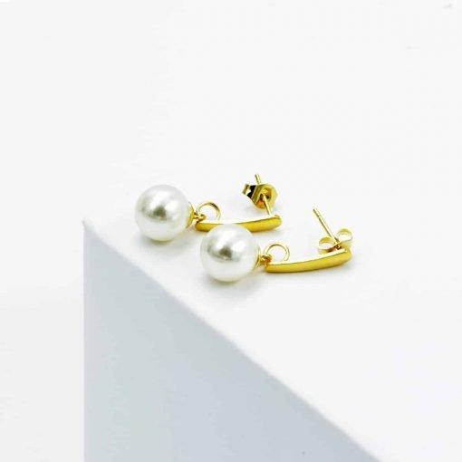 Χρυσά κρεμαστά σκουλαρίκια με κρεμαστή πέρλα