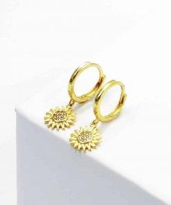 Χρυσά κρεμαστά σκουλαρίκια με περίτεχνο κύκλο σε σχήμα ήλιου και ζιρκόν στη μέση