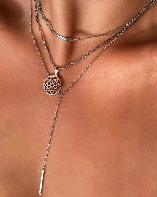 Ασημί αλυσίδα με κρεμαστή μπάρα και ασημένιο κολιέ με κρεμαστό μάνταλα και ασημένια αλυσίδα φίδι