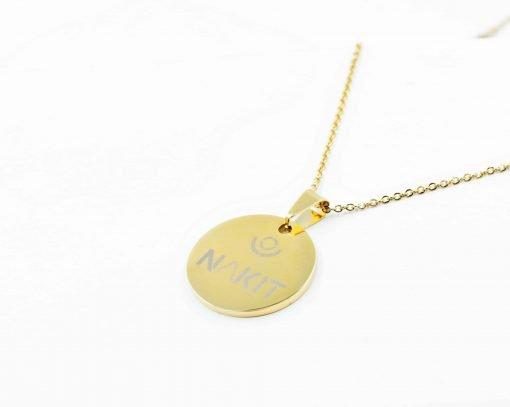 Χρυσό κολιέ με κρεμαστό κύκλο με logo Nakit