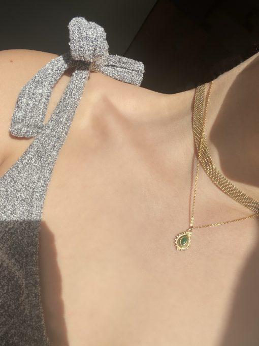 Χρυσό choker πλεκτό και Χρυσό κολιέ με κρεμαστό σύμβολο σταγόνα με πράσινο ζιρκόν στο κέντρο