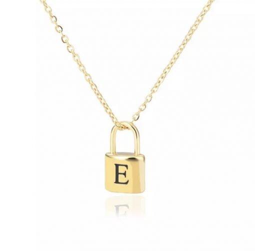 Χρυσό κολιέ με κρεμαστό σύμβολο κλειδαριά με χαραγμένο μονόγραμαA