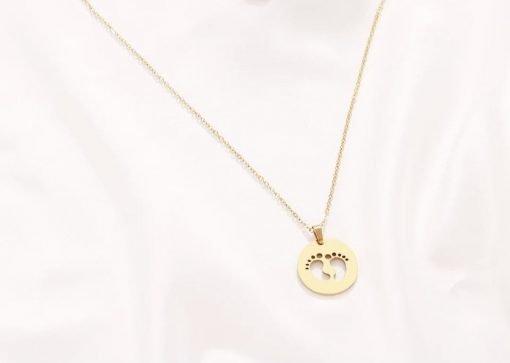 Χρυσό κολιέ με κρεμαστό σύμβολο αποτύπωμα